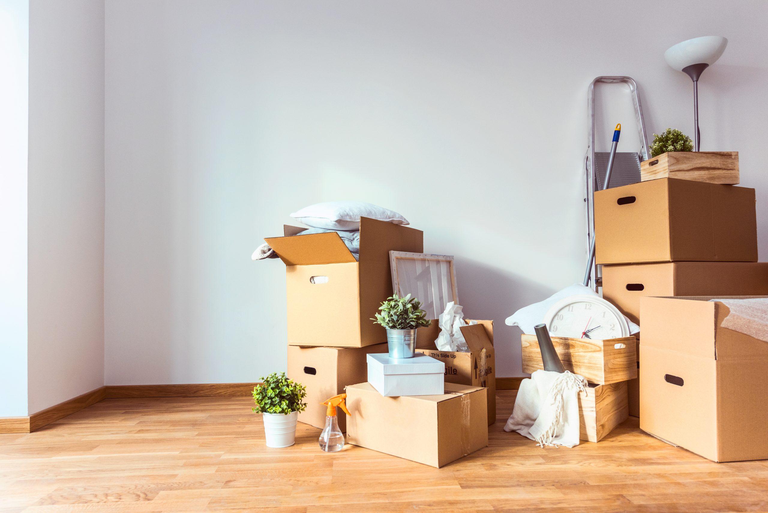 初めてのひとり暮らし、引っ越しにかかる費用の相場はいくら?