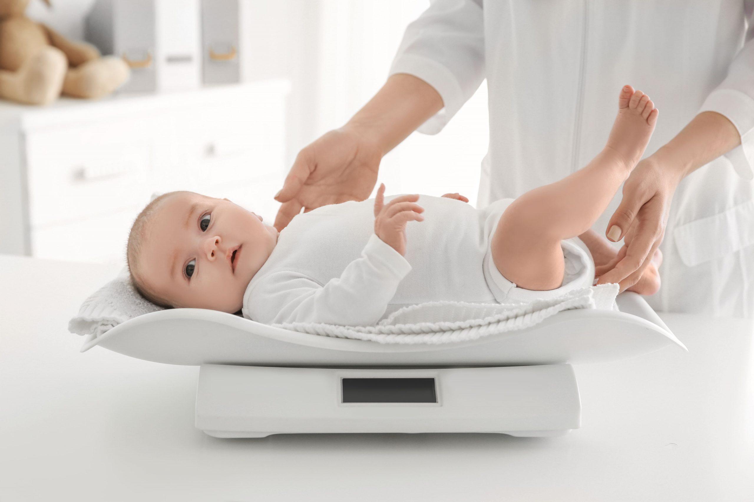 赤ちゃんの成長チェック表!12ヵ月までの目安を解説