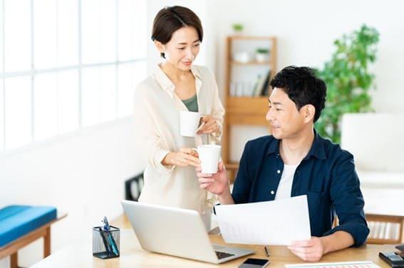 主婦(主夫)が自営業を始めても、配偶者の扶養に入れる?