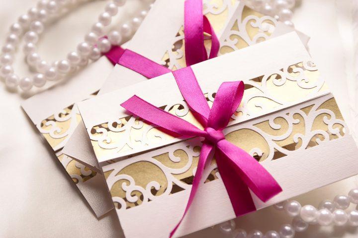 【今すぐできる】結婚式の招待状、返信のマナーと例文集!